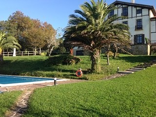 EULALIA - WHITE LIGHT/POOL PARKING SEAVIEWS WIFI, Saint-Sébastien
