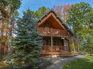 Conveniently Located Log Home, Covered Deck with Hot Tub