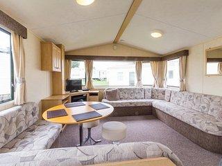 Spacious 8 berth caravan at Cherry Tree Holiday Park in Norfolk ref 70348C