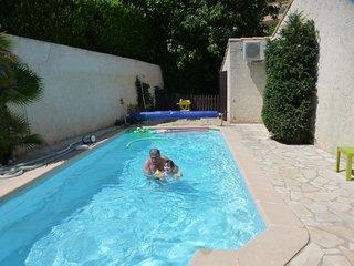 proche  Aubagne,   auriol  villa avec piscine