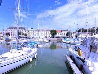 Harbour Retreat, contemporary villa,  walk to port and restaurants., Mortagne-sur-Gironde