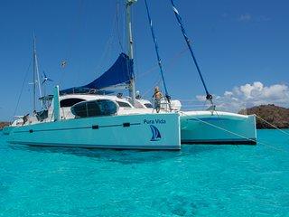 Catamaran Pura vida sailing San Blás.