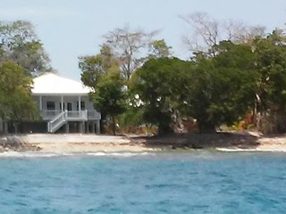 Casa Azul - Beautiful Ocean Front Home at Mariner's Landing, Utila