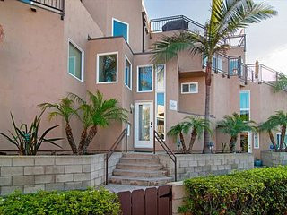 3BR/2.5BA San Diego Townhouse with Rare Garage Parking - Near Mission Beach