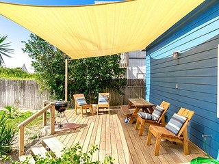 Stroll to the Beach: Renovated 2BD, 2BA Port Aransas House w/ Private Yard