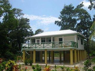 Ocean Front Home, Utila
