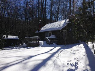 Creekstone Cabin - NC Mountain Cabin Sleeps 4