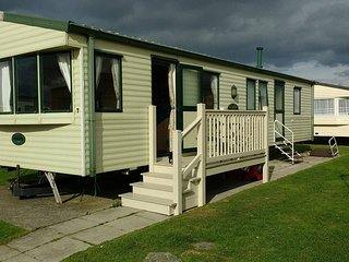 8 Berth Bronze 3 bed Caravan, Golden Sands, Rhyl, Towyn