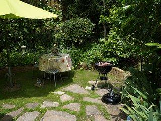 jardin privatif , table et barbecue. calme absolu.