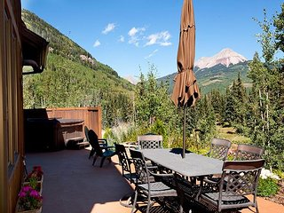 Luxury Home Across from Purgatory - Hot Tub and Great Views, Durango