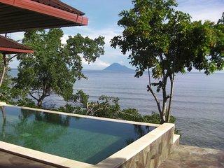 Villa Robinson on the beach (Manado Bunaken), Tanahwangko