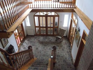 ROOMS for rent in Country Home, with dog kennels