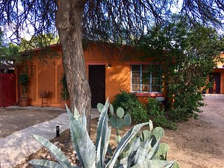 Sweet, Newly Updated, 2 Bedroom Near U of A, Tucson