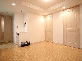 Description Amenities Location New house, newly re, Minato