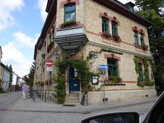 Sonnige Wohnung Nähe Zentrum free Wifi & parking