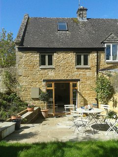 Grade II Listed Character Cottage in exellent location