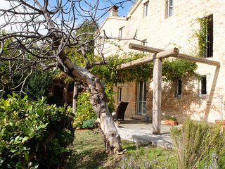 Beautiful farmhouse with pool and stunning views, Sant'Angelo In Pontano