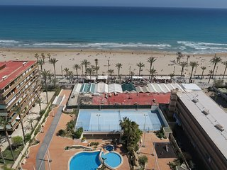 PISO de135 m2, PANORAMICO, 1a LINEA PLAYA, SEAFRONT.