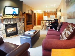 Fireside Lodge Village Center - 312, Sun Peaks