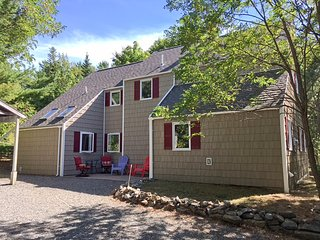 Great location, walk town around corner 3 park ent, Bar Harbor