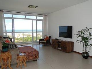 Apartamento frente à praia com linda vista do mar
