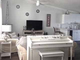 Kate's Places-Direct Riverfront Luxury Villas, NSB, New Smyrna Beach