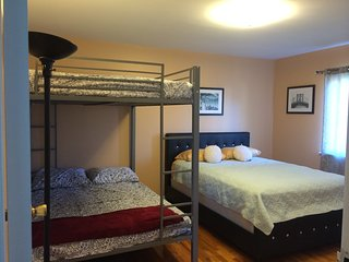 Bedroom for rent in spacious and comfy apartment, Astoria