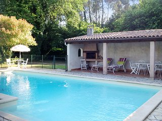 Fantastic, 3 bedrooms house in Casteljaloux, Lot-et-Garonne, w/ large garden & private, secure pool