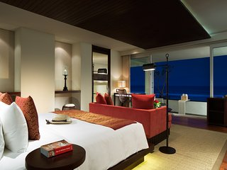 Ocean Front Honeymoon Suite - 4