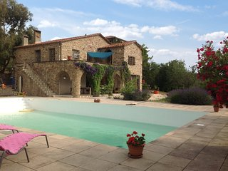 Classic, 5-bedroom mansion in Castelnou with a swimming pool and terrace – 30km from Argeles!