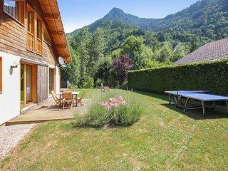 Chalet Montjoie – Beautiful, 4-bedroom chalet with mountain views in the Rhône-Alpes region, Saint-Jean-d ' Aulps