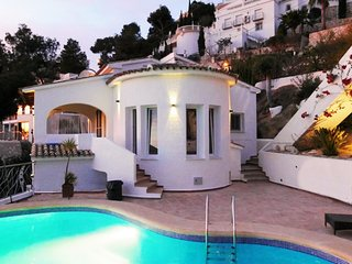 "Casa Infinidad – a beautiful, 3-bedroom villa in Moraira with a pool, WiFi and views of ""El Portet""!, Teulada"