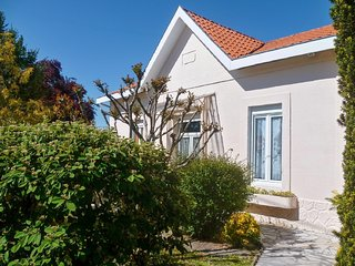 Laureac - Modern, 2-bedroom house with a furnished terrace, garden and private swimming pool!, Pessac