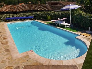 Beautiful, 2-bedroom house with access to swimming pool and superb view of the Ardeche Valley!, Ucel