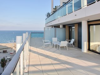 Albatross – a modern, 4-bedroom apartment in Canet-en-Roussillon with a terrace and amazing views!