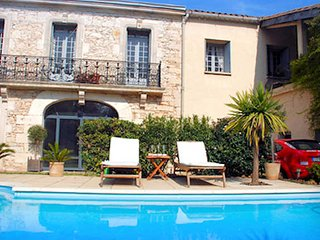 Montpellier holiday accommodation France with private pool sleeps 10, Sussargues