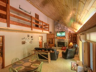 Spacious Mountain-style Home on Sugar Mtn with Hot Tub, King Beds, Game Room, Banner Elk