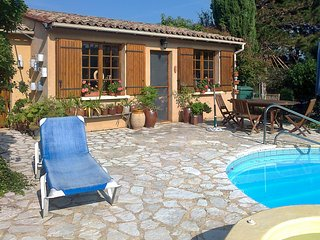 Traditional, 2-bedroom house in Trémolat with WiFi, furnished garden and a private swimming pool!, Tremolat