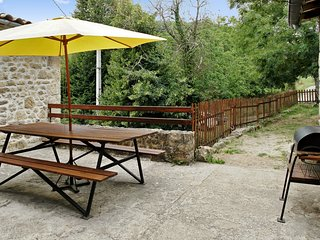 Gite La Terrasse – a traditional, 2-bedroom stone cottage in Saint-Basile with a terrace and BBQ!