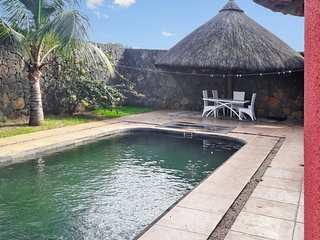 Modern, 1-bedroom villa in Pointe aux Piments with a private swimming pool – 1.5km from the beach!, Pointe Aux Piments