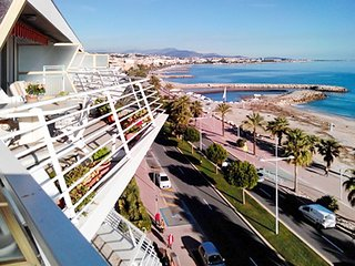 Sunny apartment with a furnished terrace and gorgeous sea views – 50m from the beach!, Cagnes-sur-Mer