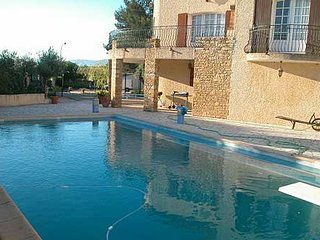 Modern, 1-bedroom apartment in Six-Fours-les-Plages with a swimming pool – 3km from the beach!