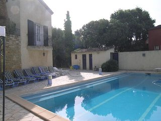 Sunny, 1-bedroom apartment in Six-Fours-les-Plages with a swimming pool – 3km from the beach!