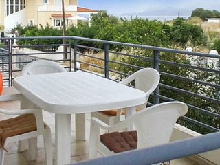 2-bedroom house in Kato Diminio with a furnished terrace and gorgeous views – 100m from the beach!, Melissi