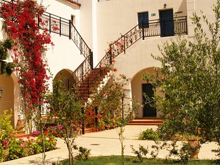 3 BEDROOM APARTMENT HOUSE – DOULIANA VILLAS