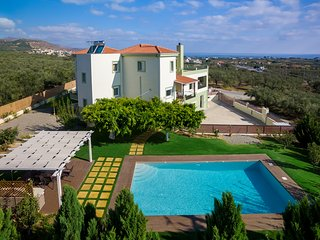 Private 3 Bedroom Villa with Pool and Amazing Views - Villa Dimokratia