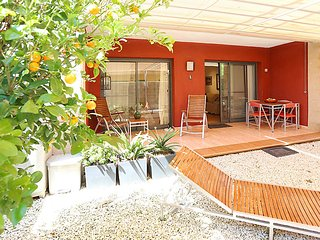 Modern, 1-bedroom apartment in L'Eucaliptus with a shaded terrace and air con – 100m from the beach!, Amposta