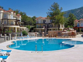Well-equipped villa with a swimming pool, furnished terrace, and WiFi - only 4km from the beach!, Ovacik
