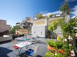 Lovely two bedroom Athens house with roof garden!