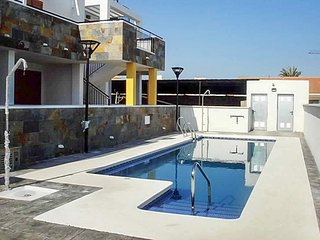 Comfortable 2-bedroom apartment in Palomares with a rooftop terrace and access to swimming pool!, Villaricos